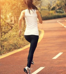 600_woman-running-in-street