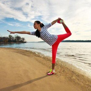 600_woman-yoga-pose-on-the-beach